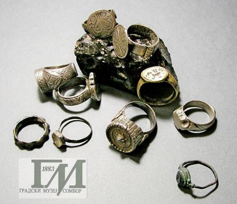 Deo arheološke zbirke nakita