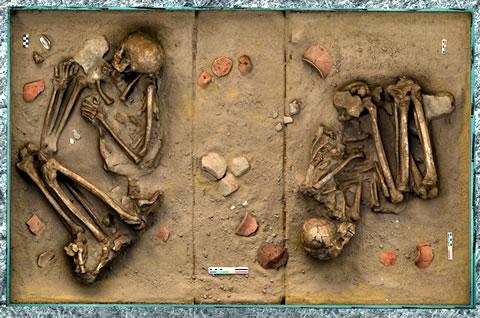 Grob muškarca i žene sahranjenih oko 6000. godina pre nove ere, nalazište Topole–Bač